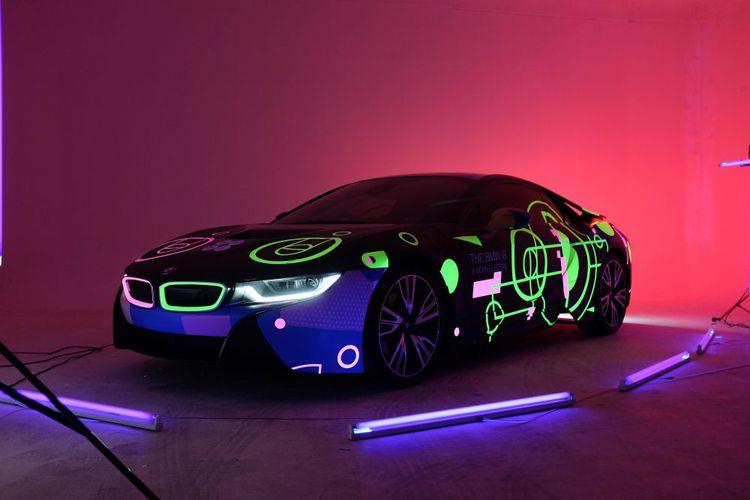 BMW Pamerkan Mobil Terbarunya BMW i8 Di Festival Musik Dan Seni