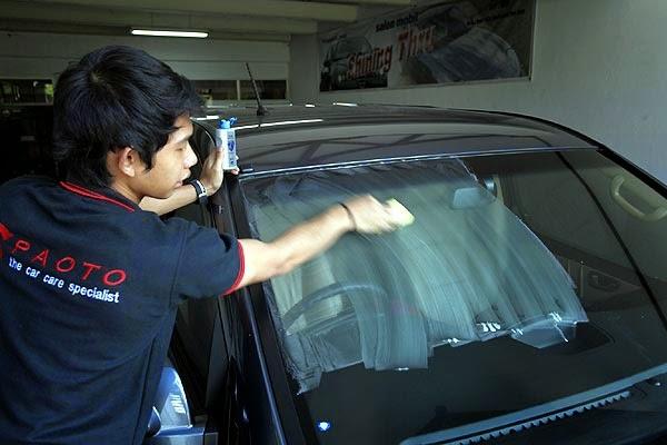 Cara Mencuci Kaca Luar Mobil Anda Tanpa lecet